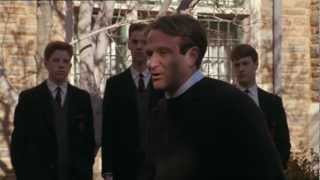 L'attimo fuggente è un film del 1989 con protagonista robin williams, scritto da tom schulman e diretto peter weir.