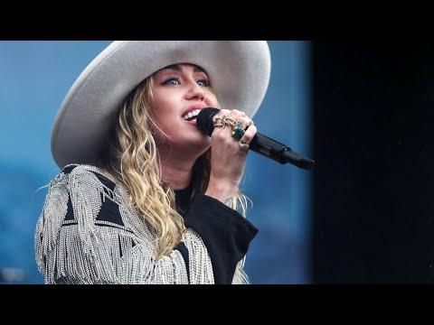 Miley Cyrus - Walking In Memphis (Marc Cohn Cover)