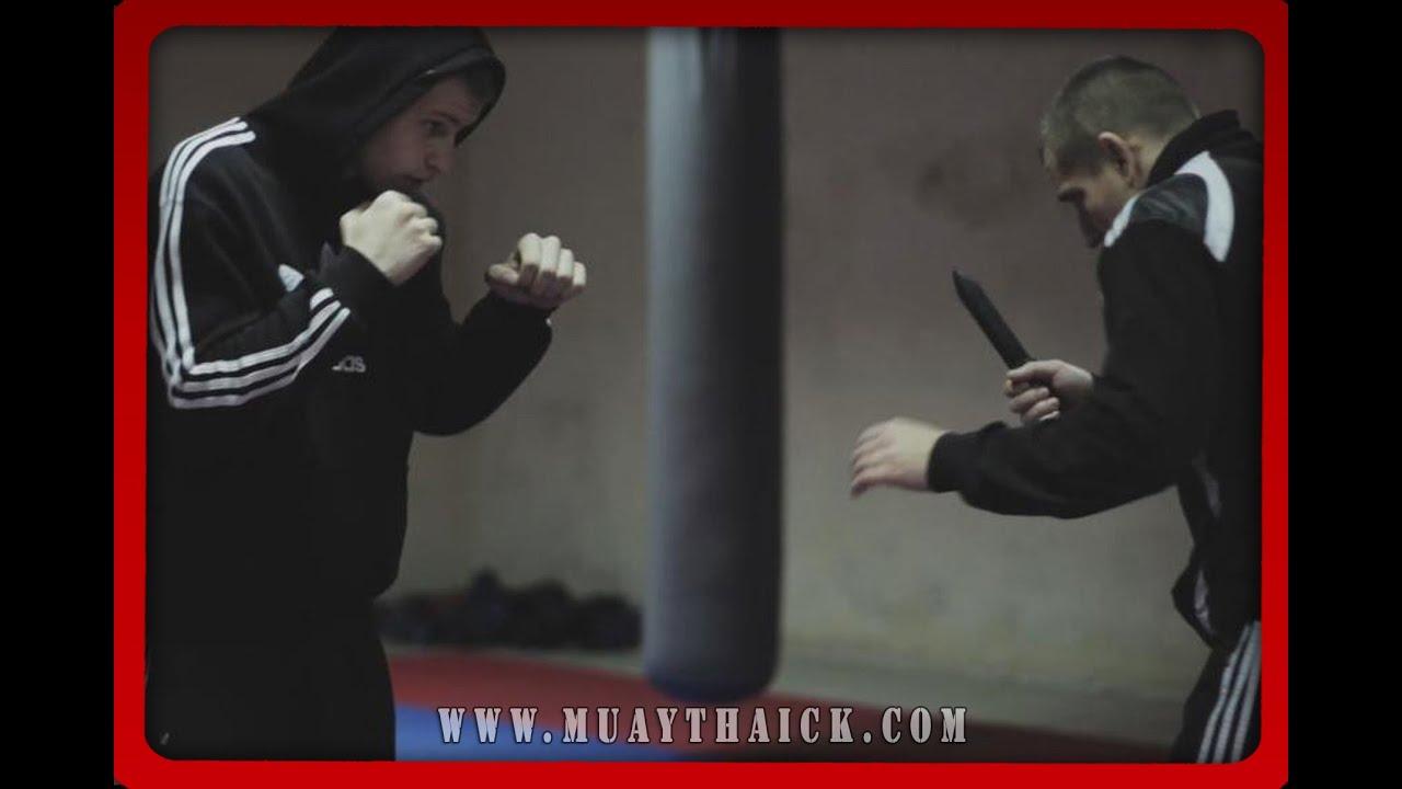 Самооборона на улице - Реальная атака с ножом - работа психа (StreetThai)