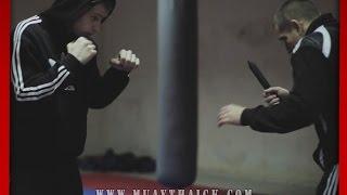 Самооборона на улице - Реальная атака с ножом - работа психа (StreetThai)(Бесплатные и проверенные 4 видео урока покажут как Освоить идеальную технику Муай Тай уже через 2 недели,..., 2015-02-09T06:02:27.000Z)