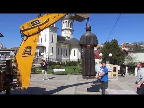 Statuia Cardinalului Alexandru Todea amplasată la Reghin