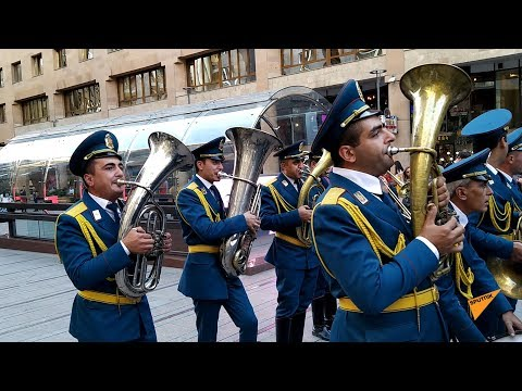 Духовой оркестр МЧС Армении исполнил композицию Ереван в День спасателя