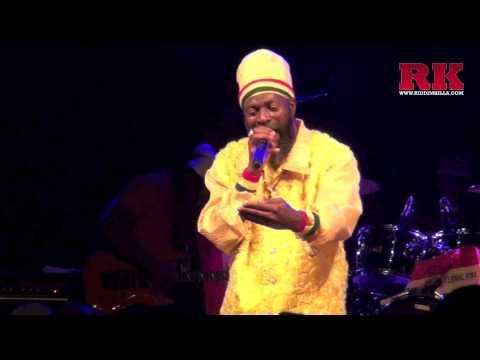 """CAPLETON ✘ live at """"La Batterie"""" ✘ Guyancourt / France 2013 (Extrait)"""