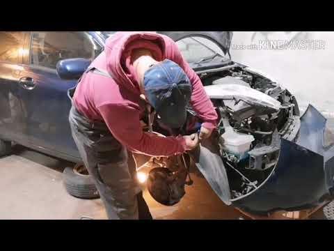 Toyota Vitz замена переднего правого крыла.