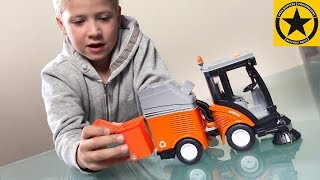 BRUDER Spielwaren - Toy STREET SWEEPER 1/16 scale model unboxing & review
