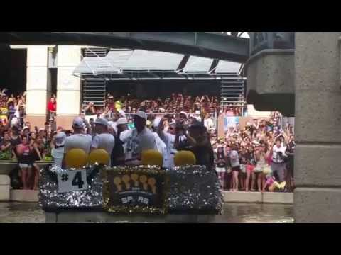 Full San Antonio Spurs river parade