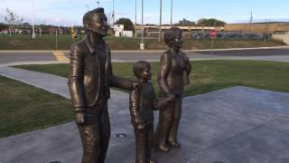 Walter, Phyllis and a young Wayne Gretzky Statue
