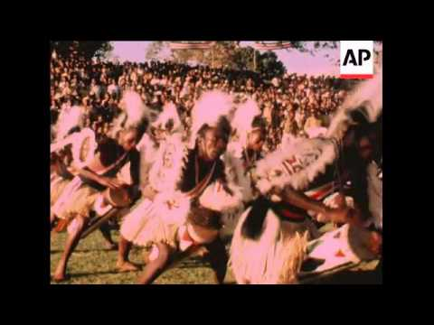 SYND 15-11-69 VICE PRESIDENT DANIEL ARAP MOI JOINS IN DANCING AND SPEAKS TO SUPPORTERS AT THE START