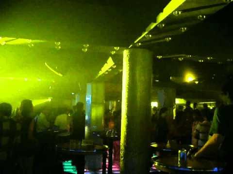 DANCE Bar san nhay
