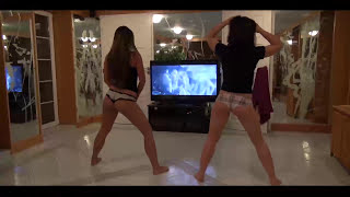 Wendy Moon & Amirah Adara Twerk at home