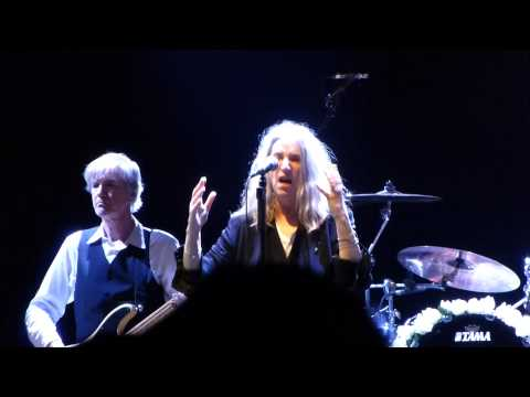 Patti Smith and her band - Land (Horses) into Gloria - live Munich Tollwood 2015 07 13