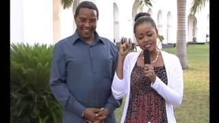 Rais Kikwete na msanii Ray C na mama yake Ikulu