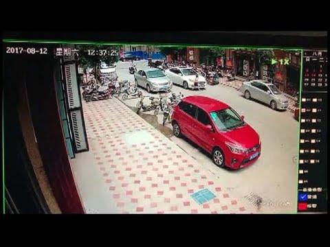 شاهد: طفل متهور ينجو بأعجوبة من الموت في الصين  - نشر قبل 1 ساعة