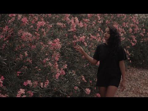 Krystall Poppin - Stay Awake