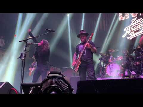 Zac Brown Band with Dave Grohl Covers Sandman