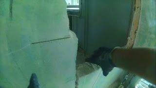 видео Демонтаж перегородок в доме своими руками
