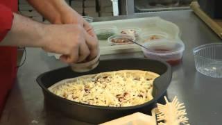 видео Гавайская пицца: рецепт блюда и вариации начинок