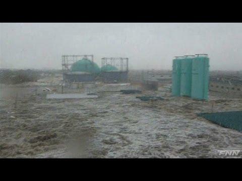 石巻市湊地区に押し寄せる津波 【視聴者提供映像】