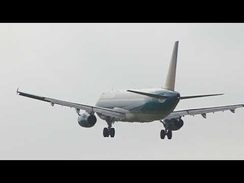 CÀ PHÊ NGẮM MÁY BAY HẠ CÁNH Ở SÂN BAY TÂN SƠN NHẤT | The plane landed at Tan Son Nhat airport