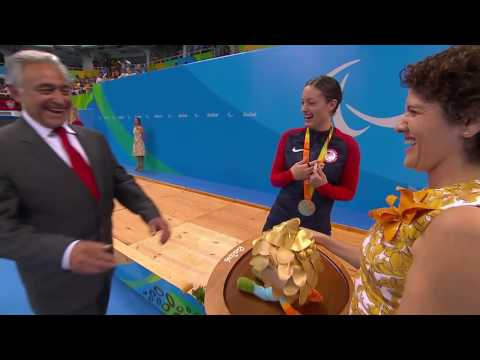 Elizabeth Marks and Jessica Long | Victory Ceremony | Women
