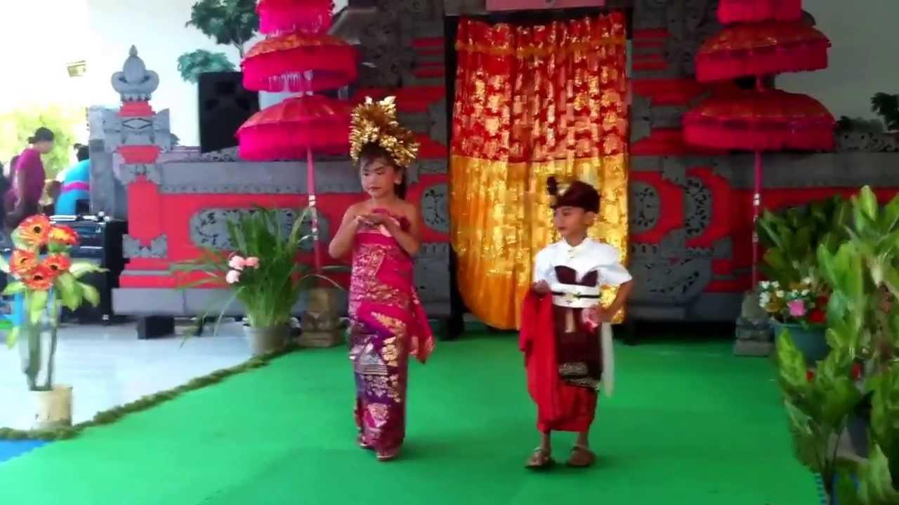 Fashion Show Pakaian Adat Anak