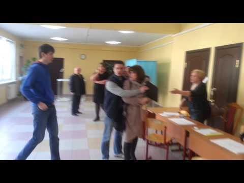 Попытка задержания вбросчицы на УИК 588 Балашиха 26.04.15