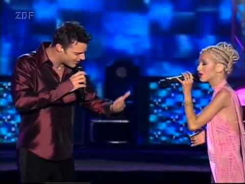 Christina Aguilera And Ricky Martin Nobody Wants To Be Lonely (World Music Awards)