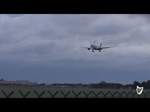 VIDEO - Storm Doris: Planes struggle to land in Dublin Airport during high winds