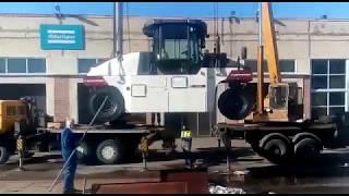Выгрузка дорожно-строительной техники на складе получателя в г. Санкт-Петербург.(, 2018-08-29T13:38:50.000Z)