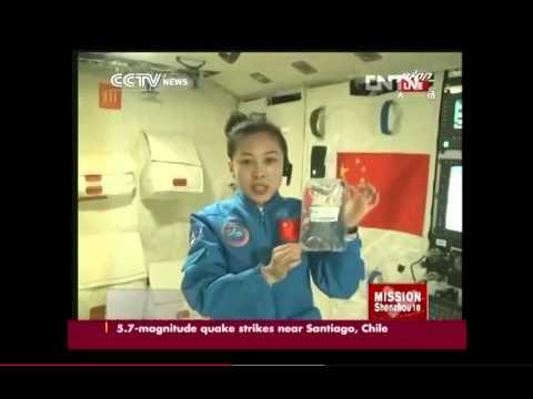 神舟十号航天员太空授课全过程-双语  (Chinese astronaut gives space lecture)