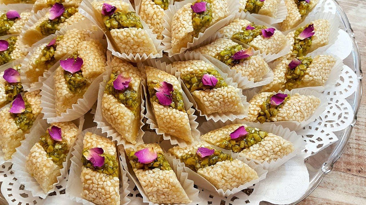 193 Gateau De Printemps حلوة اللوز بالزنجلان و البيسطاش Youtube Moroccan Cookies Eid Cookies Recipe Indian Dessert Recipes
