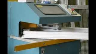 Производство пластиковых окон - снятие заусенец