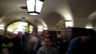 Хофбройхаус - мега паб!!!(Хофбройхаус-известный во всём мире большой пивной ресторан с пивным садом, расположенный в Мюнхене на площ..., 2011-12-26T18:39:46.000Z)