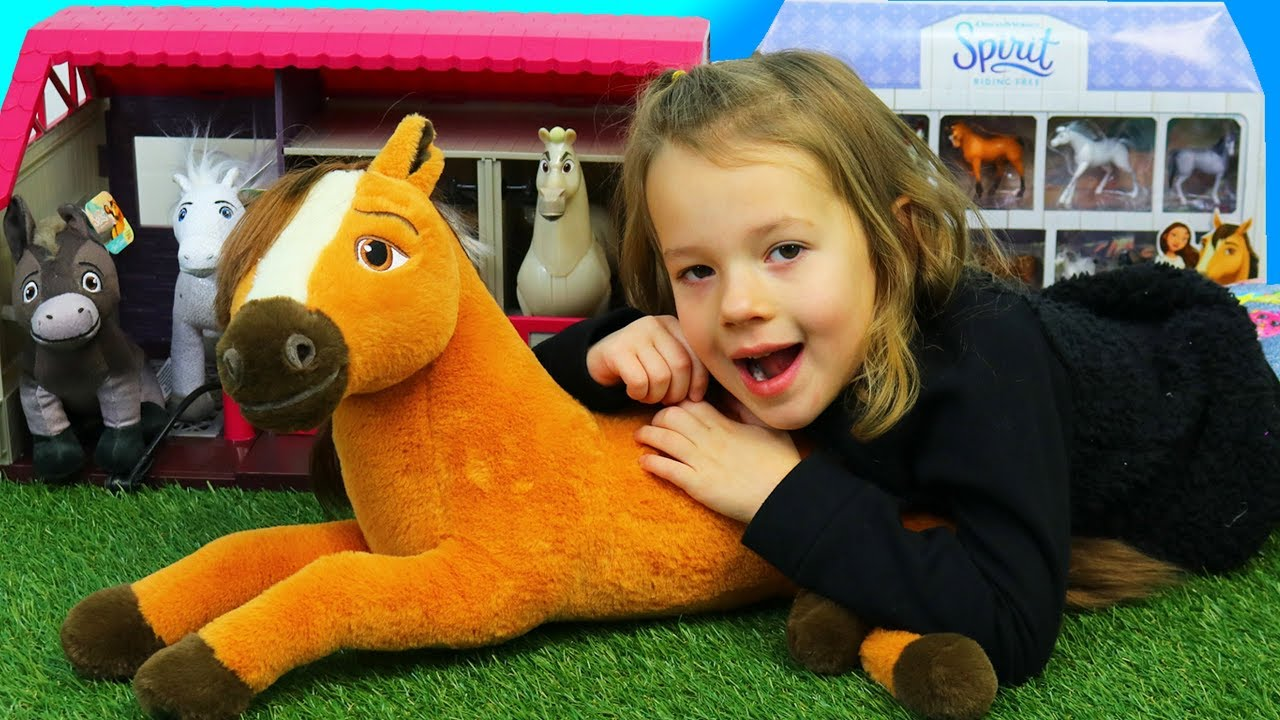 spirit horse toys play inside a fun horse stable playset