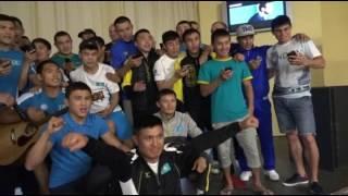 Боксеры сборной Казахстана поют в день рождения Биржана Жакыпова