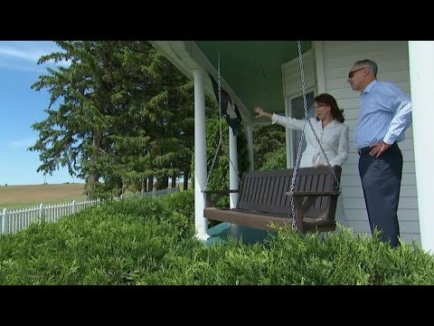 Manfred tours house at Field of Dreams movie site