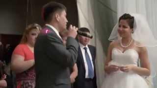 Брат читает реп сестре на свадьбе