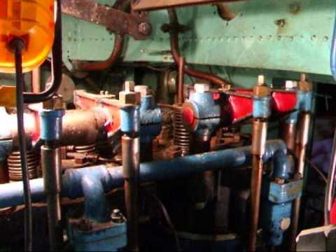 bateau avec moteur industrie diesel