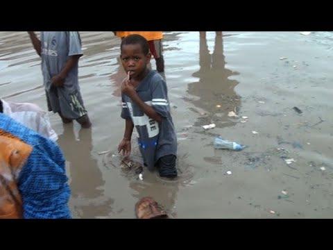 Heavy rainfall causes flooding and fatalitites in Mogadishu