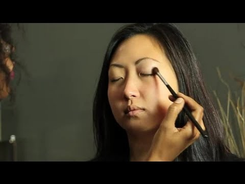 How to Make Eye Shadow Last Longer Without a Primer : Makeup Basics