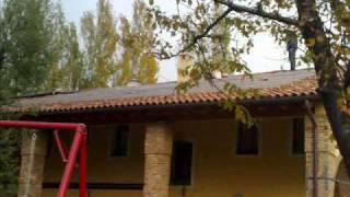 Come installare un impianto fotovoltaico parzialmente integrato(Il video illustra come viene installato un impianto fotovoltaico parzialmente integrato utilizzando pannelli fotovoltaici in silicio policristallino. La realizzazione ..., 2010-02-02T09:39:58.000Z)