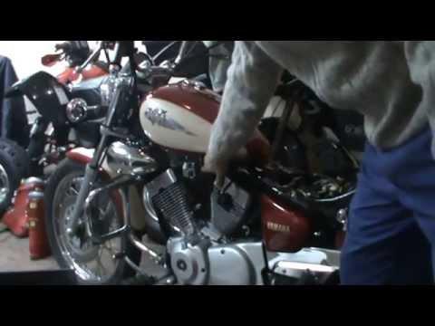 Yamaha Virago 250. Extraer depósito gasolina (2 de 18). Remove the fuel tank (Subtitles English)