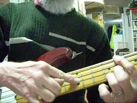 TRUCOS PARA EL BAJO cmo tocar acordes y meloda  YouTube