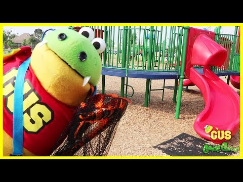Bugs Hunting Giant Spider at outdoor playground for kids! Family Fun Playtime at the Park