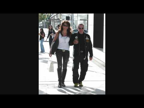Robin Williams and in Charlotte Filbert Beverly Hills - 002 - 110909 - PapaBrazzi Report