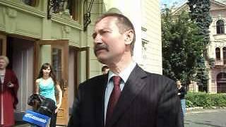 Михайло Папієв вручив дипломи випускникам ЧТЕІ КНТЕУ