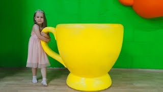 Yulya Pretend Princess & Play in the Children's Museum of Giant toys