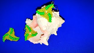 Треугольные серьги из бисера. Volumetric triangular beaded earrings.