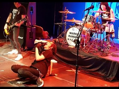 Marky Ramone's Blitzkrieg | 'What a wonderful world' & 'Blitzkrieg bop'