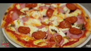 Приготовление пиццы в кафе Petruccio